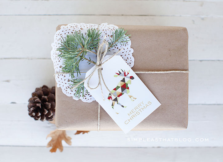 Free printable Merry & Bright gift tags - I love that moose!