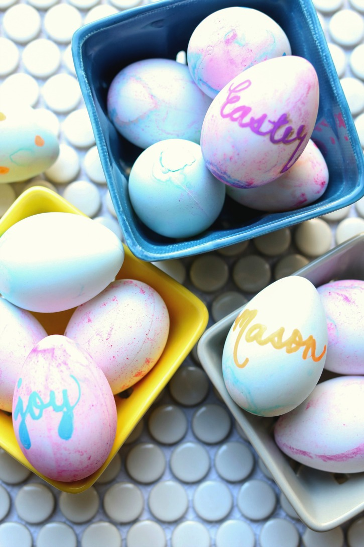 Craft Dyeable Easter Eggs, the perfect holiday craft with the kids.