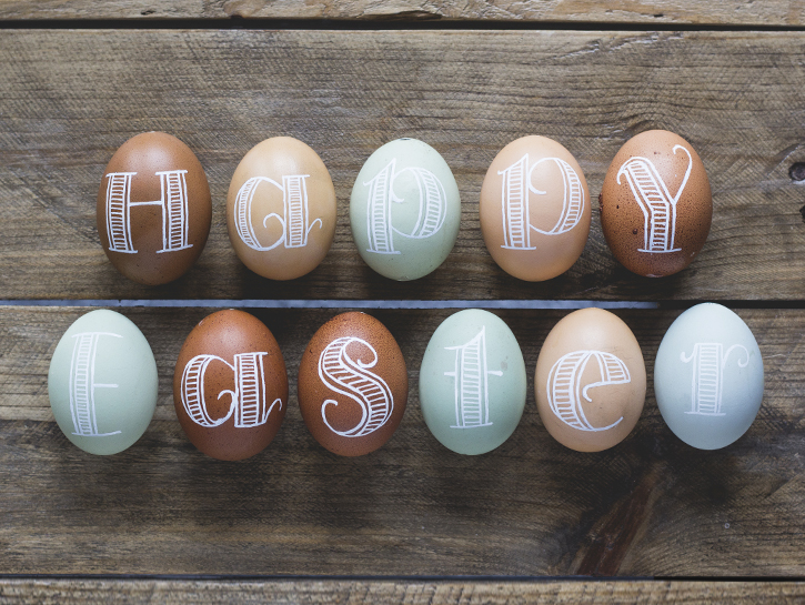 Beautiful Easter egg decor - techniques for hand lettering on eggs