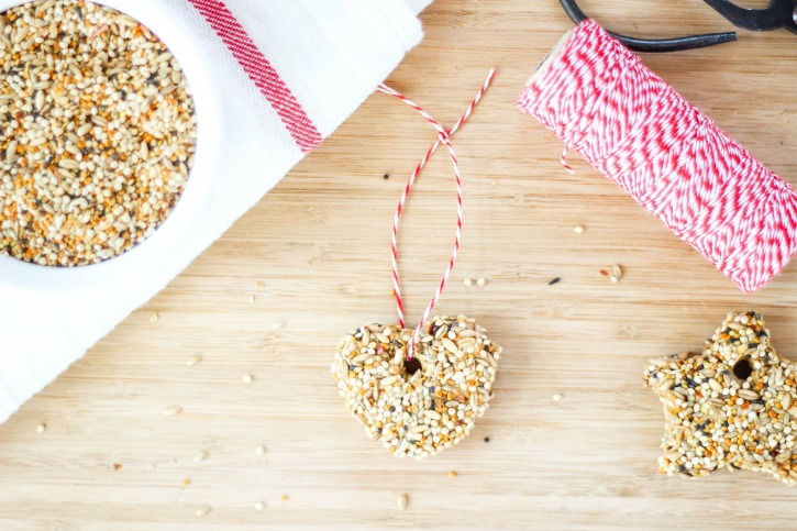 Bread and Peanut Butter Bird Seed Feeder is a great Spring craft for the kids to make