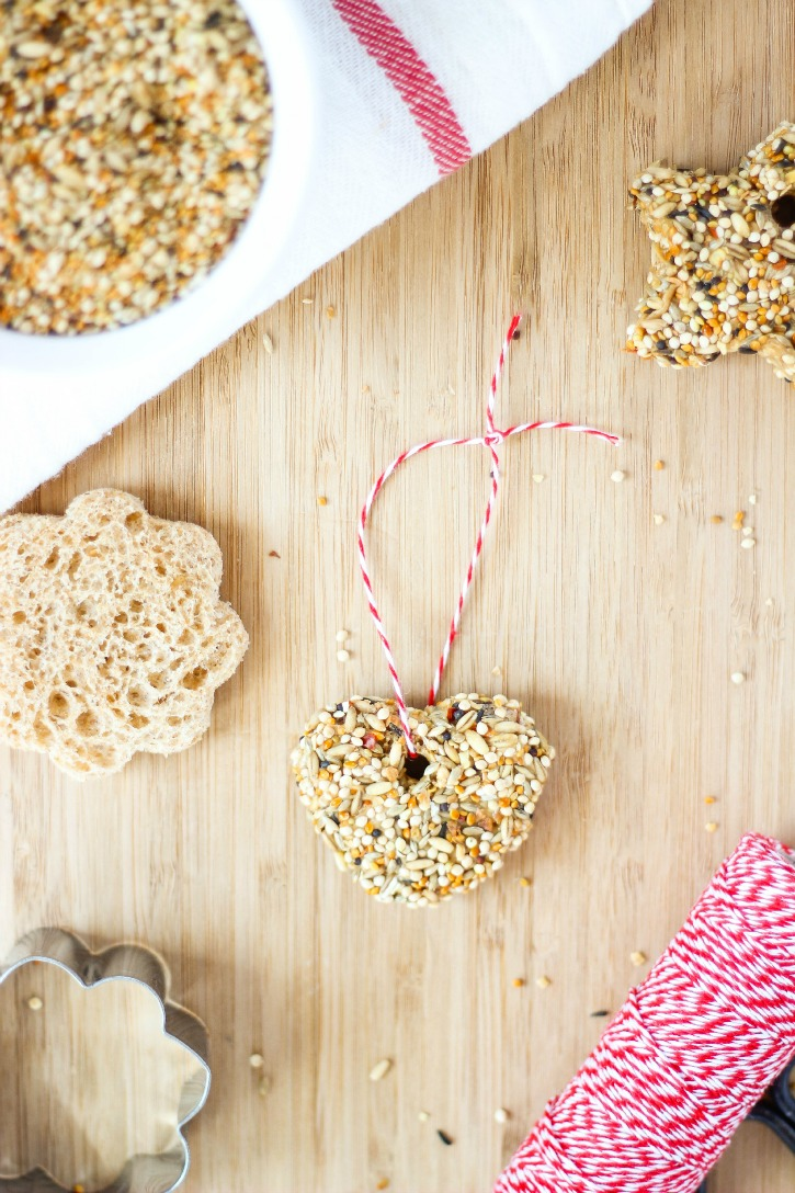 Kid Friendly Bird Seed Feeders with bread and peanut butter - a fun Spring craft