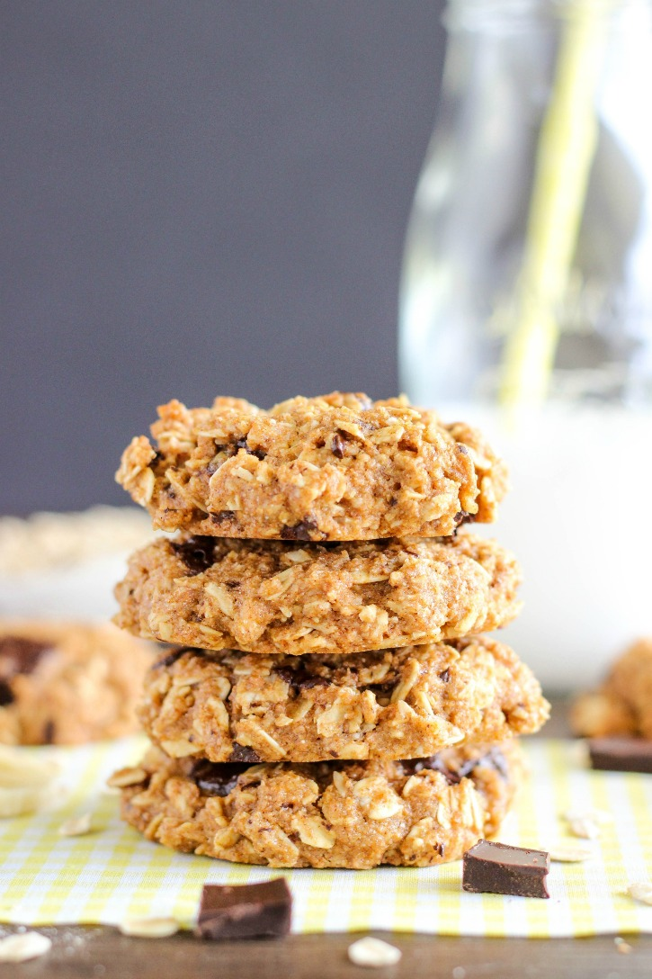 Healthy Chocolate Chunk Banana Oatmeal Cookies - a delicious and healthy cake cookie
