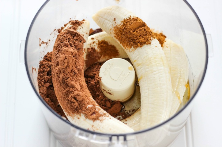 Easy to make banana chocolate pudding in a food processor - a healthy dessert recipe