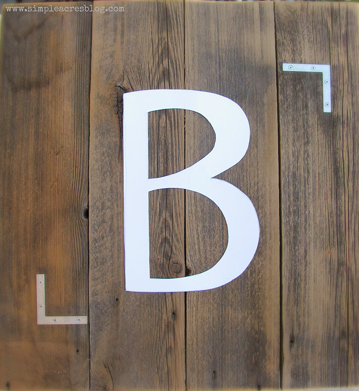 Follow along with this simple tutorial and learn how to create your own Monogram String art using upcycled pallet boards along with a handful of other supplies.