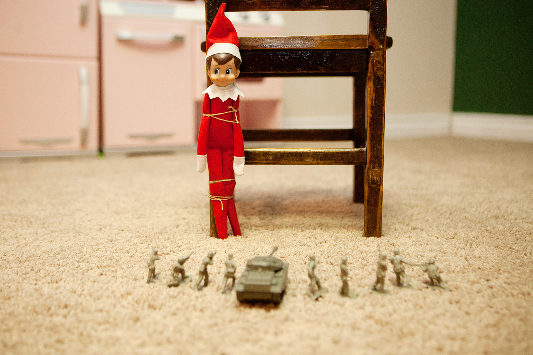 Elf has a little run-in with the army men.