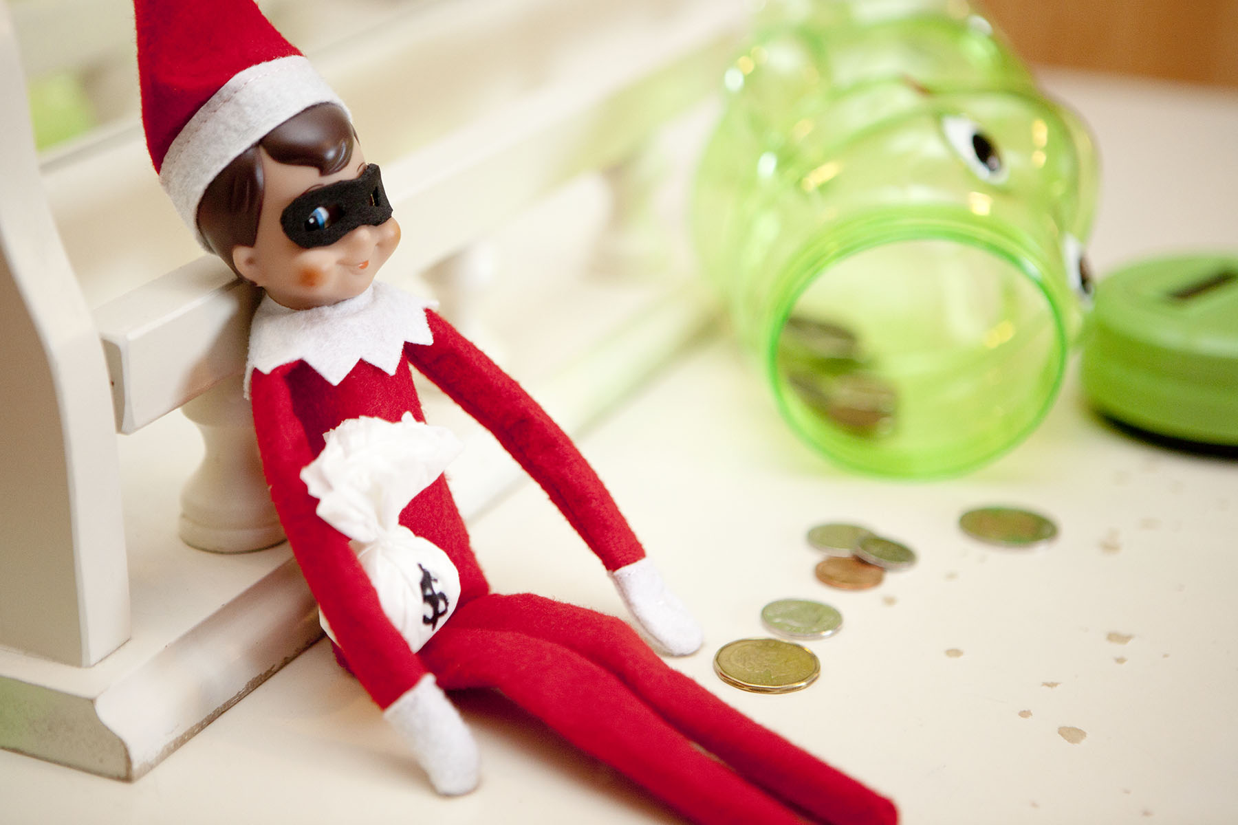 Elf raids a child's piggy bank!