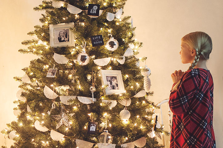 Tips to help you capture memorable indoor Christmas photos this year.
