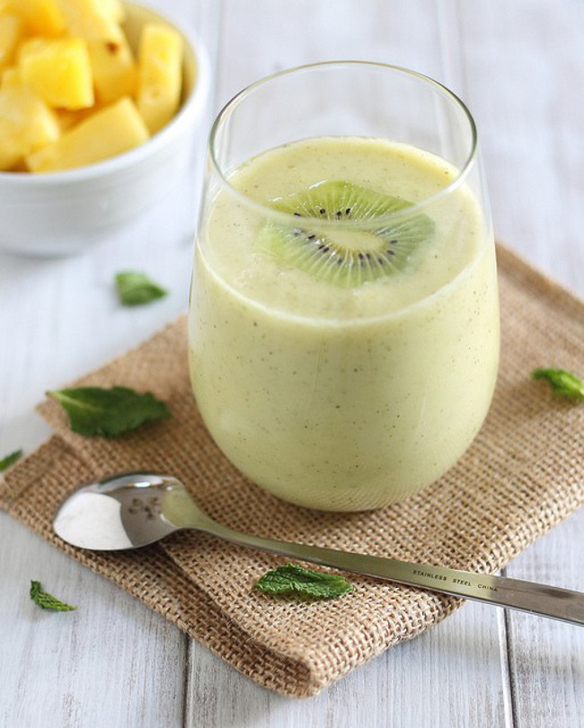 Pineapple Kiwi and Mint Smoothie