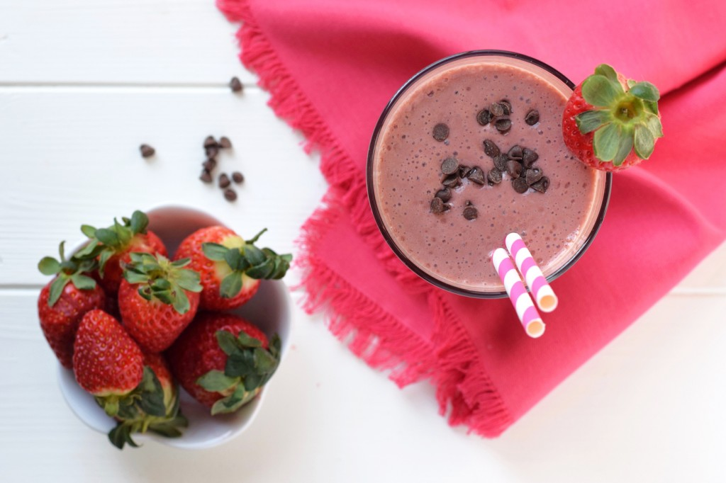 Chocolate Covered Strawberry Smoothie: All the flavor of a chocolate covered strawberry in a smoothie that's healthy enough for breakfast!