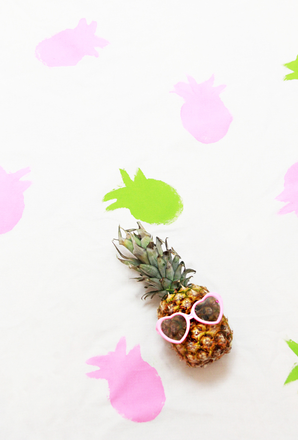 DIY Pineapple Table Cloth