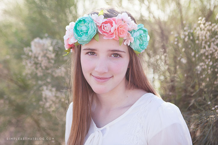 Create a simple and beautiful floral headband for Spring with this easy to follow tutorial.