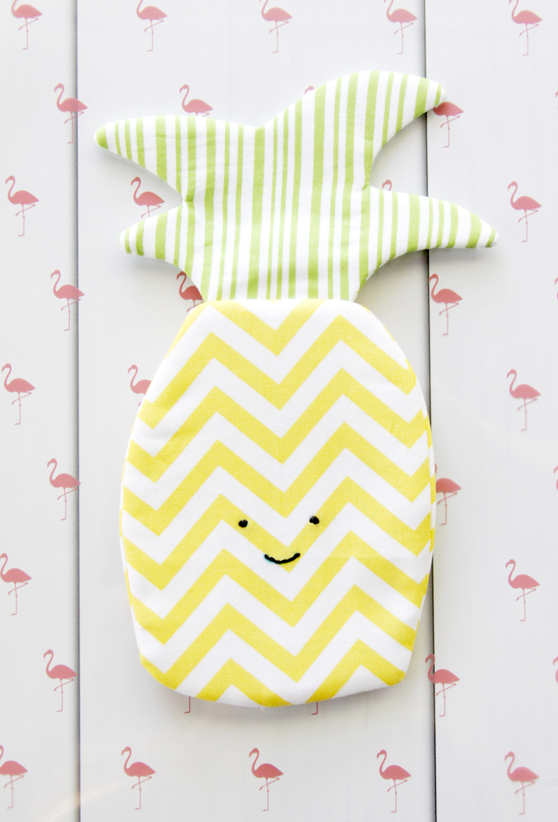 Easy and Fun Pineapple Zipper Pouch