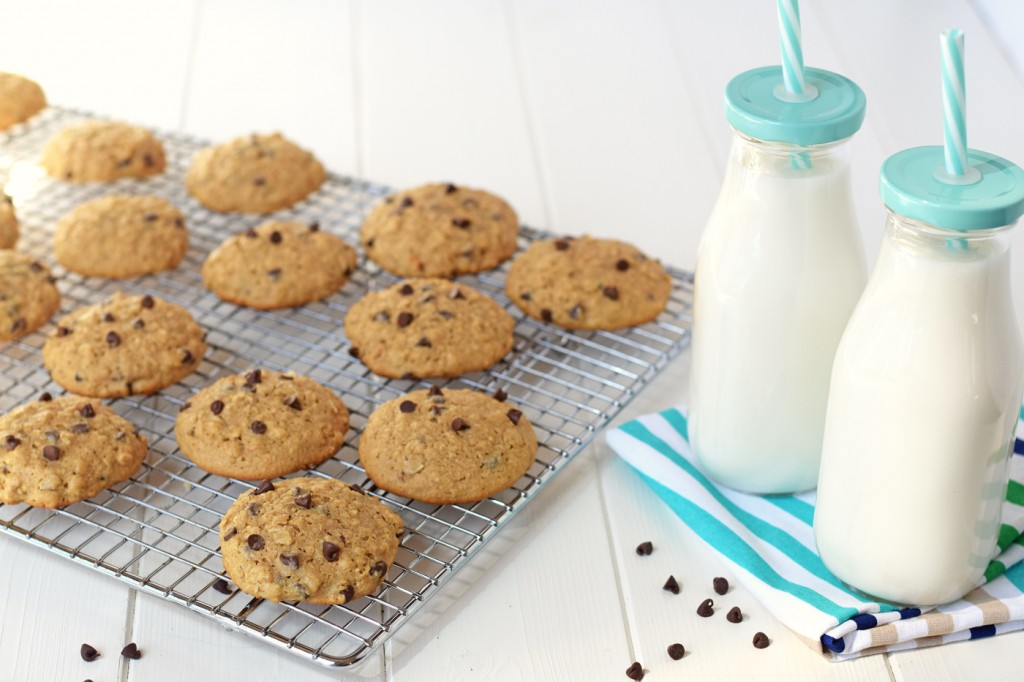 Healthy Oatmeal Chocolate Chip Cookies - Even my kids can't tell these healthy cookies are gluten free and sweetened with honey! It doesn't get better than healthy dessert!