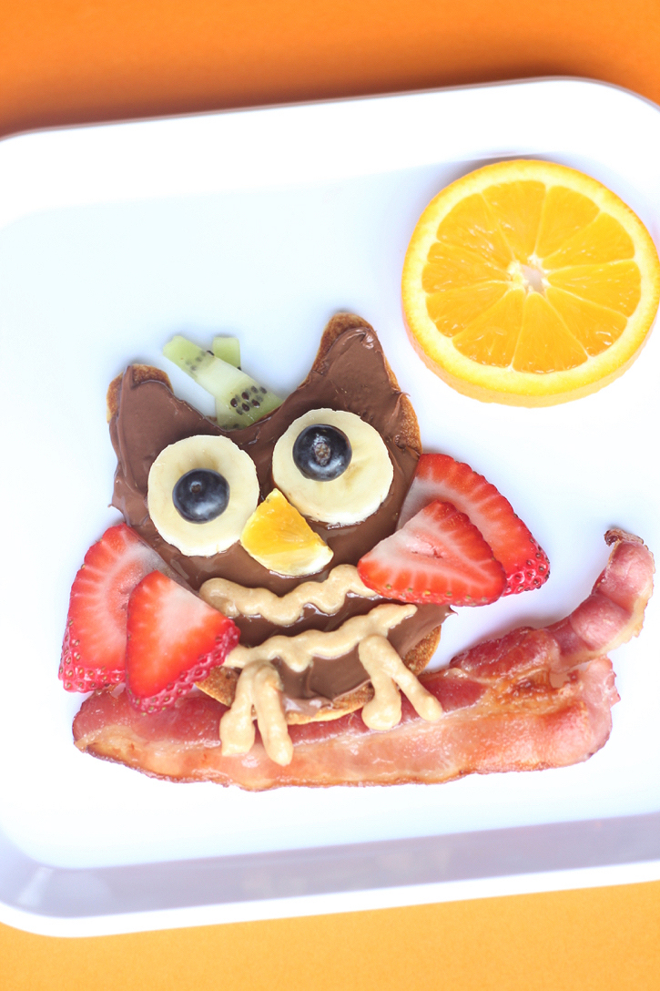 Who says breakfast can't be healthy AND fun!? These fruity owl pancakes are a creative way to start your kiddos day off right, with an extra serving of fresh fruit!