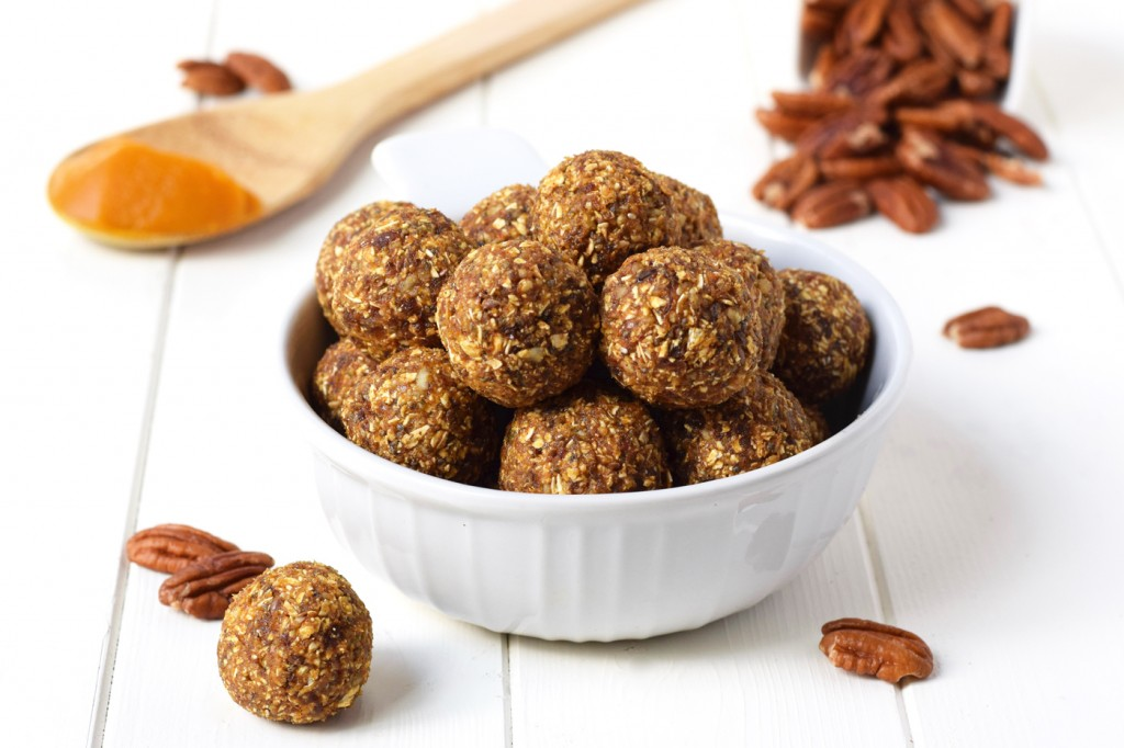 Pumpkin Pie Energy Bites - Little bites of pumpkin pie that you can feel good about eating. These energy balls are packed with healthy ingredients that make them the perfect snack that tastes like dessert.