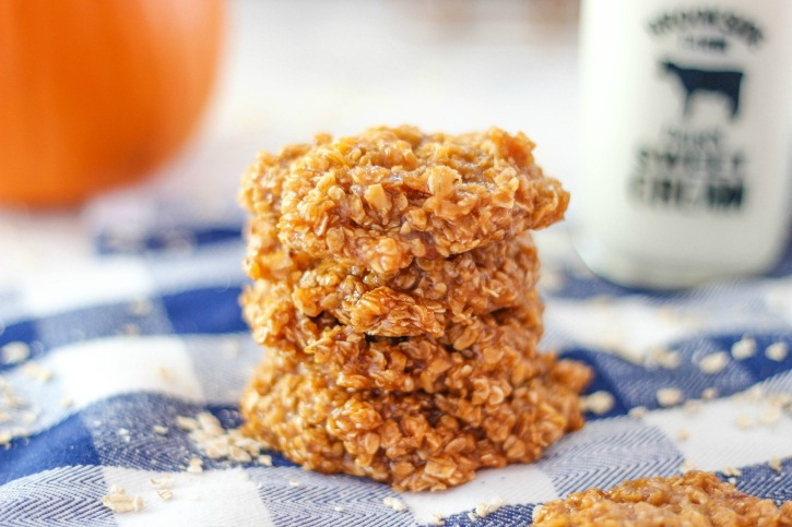 No Bake Pumpkin Spice Cookies are quick and easy to make with delicious pumpkin spice pudding mix, pumpkin puree, oats, and classic ingredients