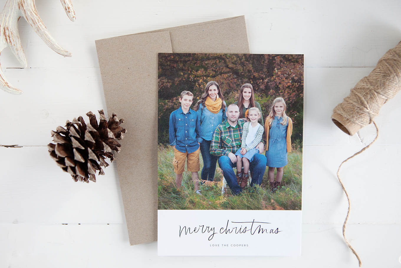 In this day of instant messages and overflowing inboxes, a handwritten card can mean so much. Sending heartfelt holiday cards is a tradition worth holding onto.