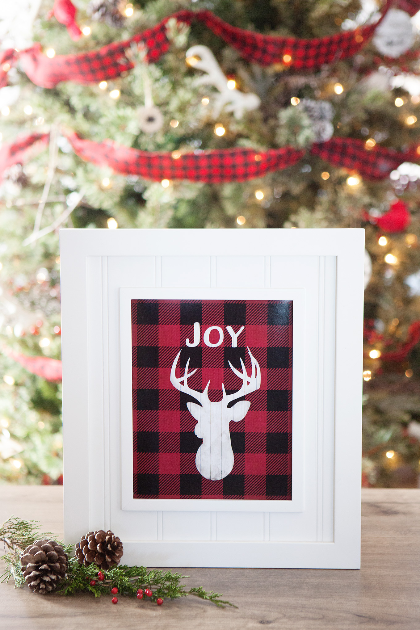add a little rustic outdoorsy flair to your holiday decor with this free buffalo check - Buffalo Plaid Christmas Decor