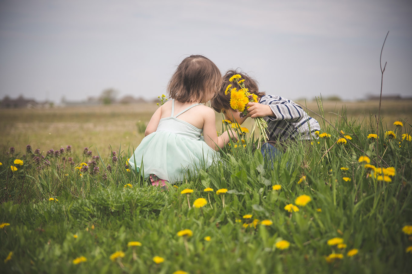 Time spent in nature is essential for our children's health. More on why you should trade screen time for green time –