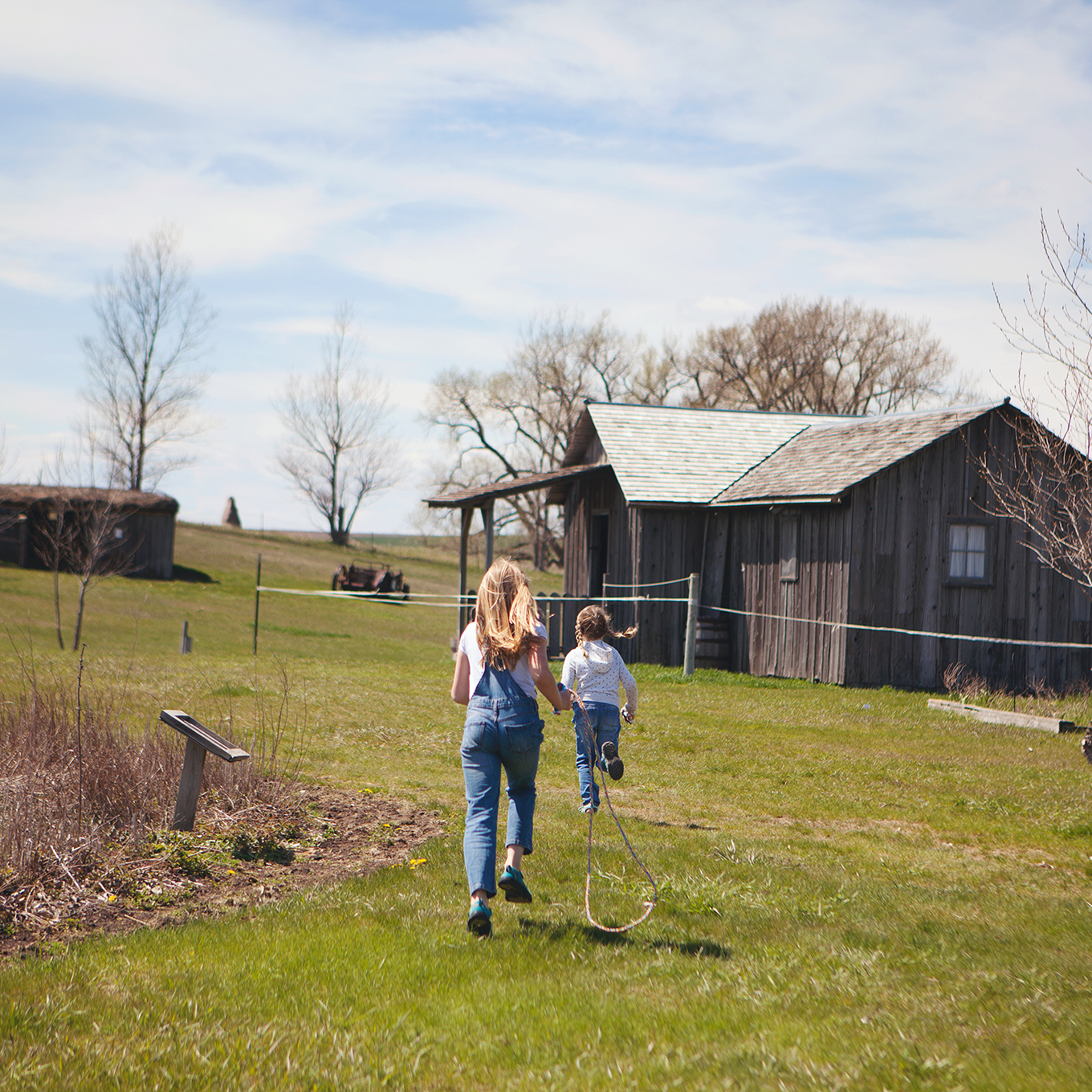 Looking for a truly memorable family experience? Step back in time at the Ingalls Homestead near De Smet, South Dakota! Watch history come to life while exploring the beautiful prairie homestead and learn about the rich pioneer history of the Ingalls family along the way.