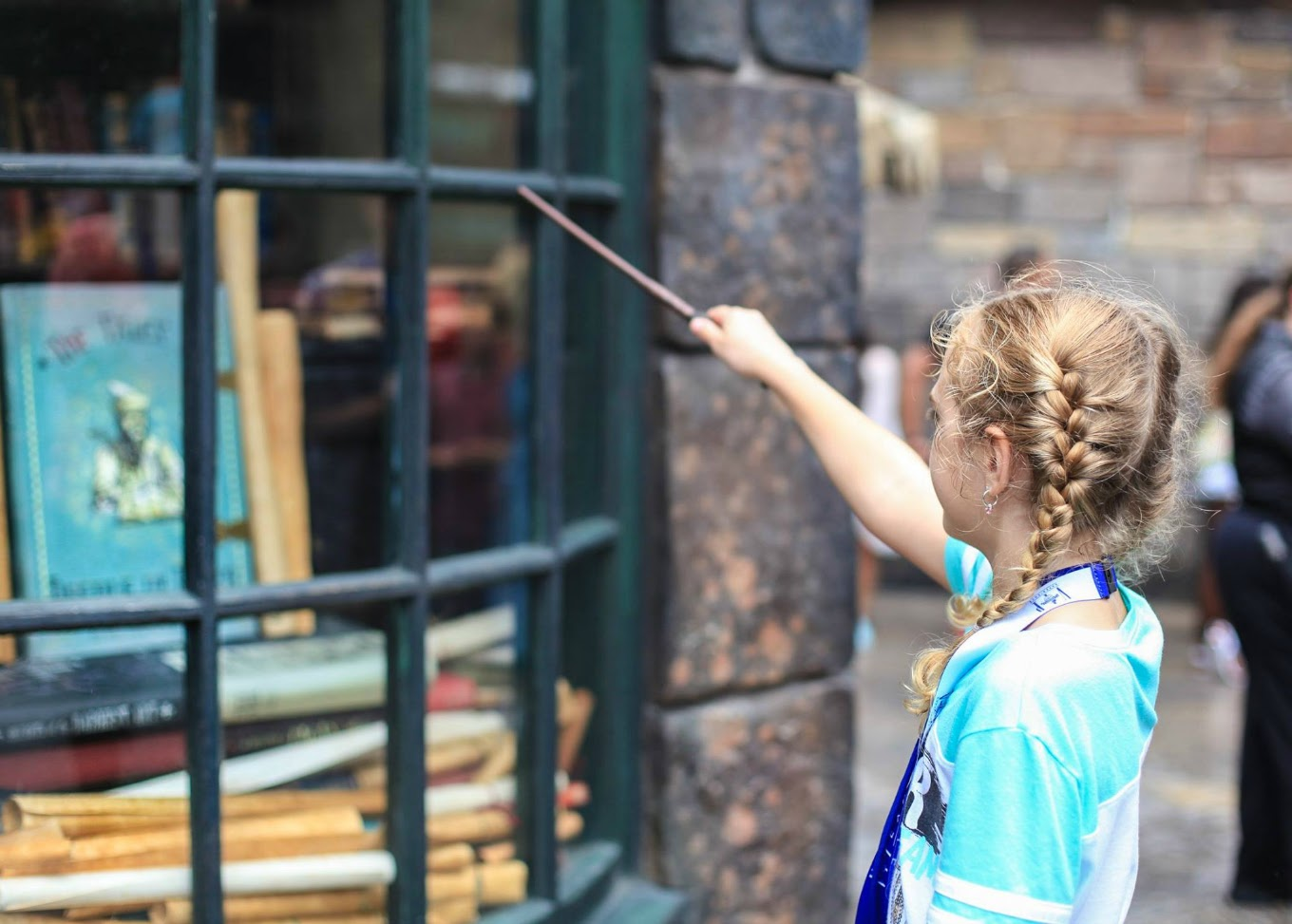 11 Secret Spots In Universal S Diagon Alley To Find Harry Potter Spells And More The wand has 3 charges. harry potter spells