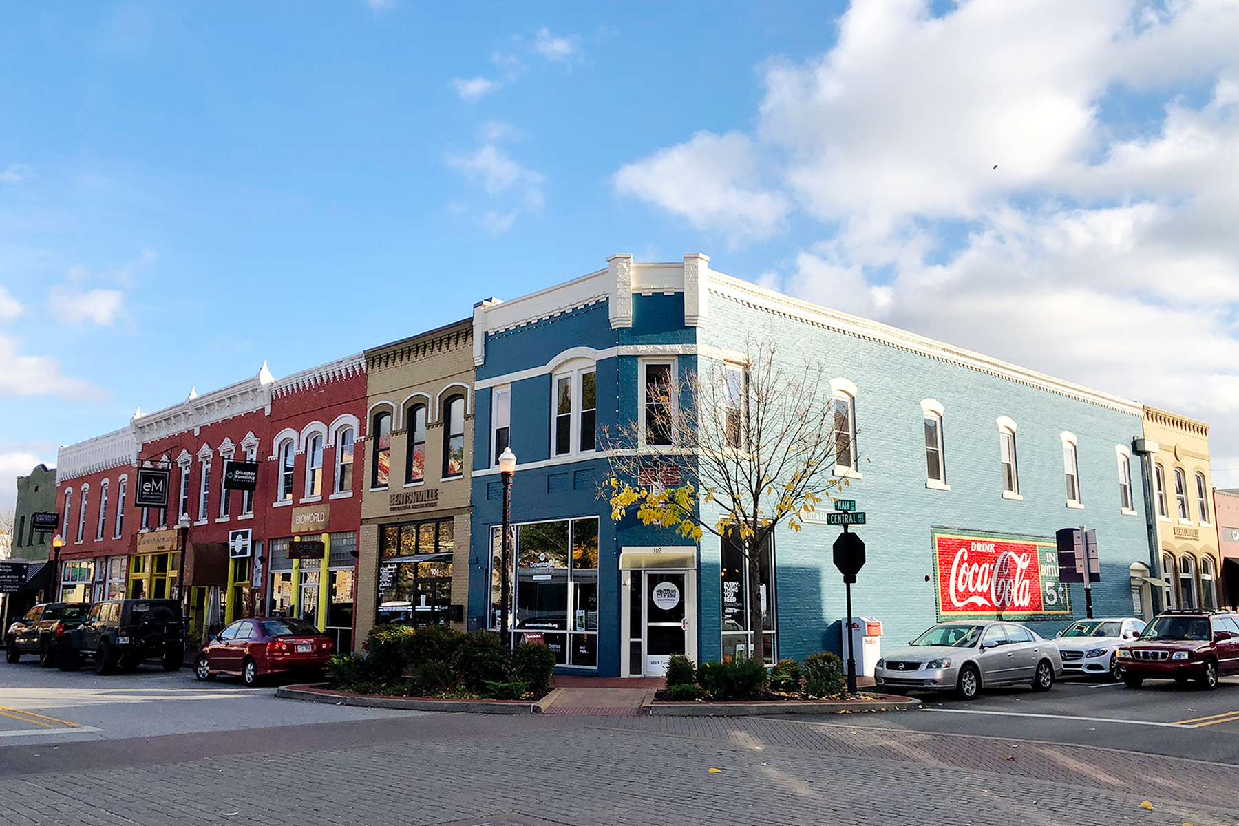 Good food, art, and outdoor adventure - you'll find it all in Bentonville, Arkansas. #TasteAndTravelBentonville #Ad @bentonvillecvb